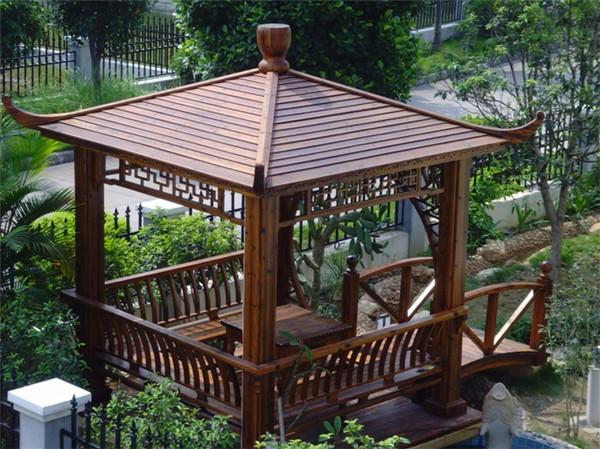 庭院凉亭不仅是供人休息的场所,又是庭院景观设计中重要的点景建筑,庭院景观凉亭要与整体园林环境相融合,另外也要考虑与建筑风格的协调性,不同的客户群对庭院景观的要求是不同,凉亭的选择首先要看庭院的风格来定,中式、现代、欧式园林可以用混凝+琉璃瓦结构为主,有些业主偏爱防腐木亭,或者有些特殊环境就适合用防腐木;其次从使用年限上来看,混凝结构比防腐木亭要耐用很久,根本上可以长久使用,还能持久保持靓丽如新,不过防腐木亭适合使用在楼顶花园等场所。